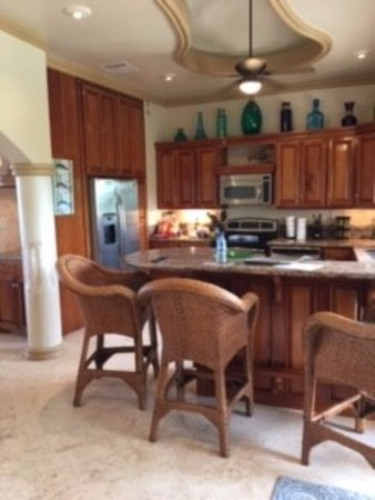 Belizean Cove Estates: Kitchen