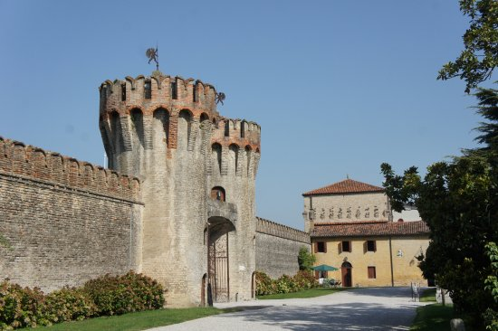 Roncade, Italia: The top floor of the square tower is the Studio apartment.