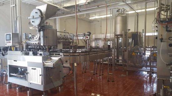 New Ulm, Μινεσότα: High tech machinery to bottle the beer