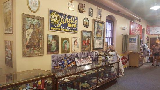 New Ulm, Μινεσότα: More beer memorabilia in the brewing museum