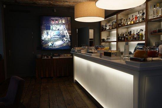 Hotel Jules & Jim: In der Bar gibt es auch das Frühstück