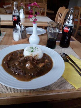 Hotel Zlata Lipa: Rostbraten mit Reis und Pilzen