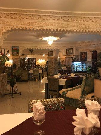 Marrakech oran: Restaurant à fuir Des prix exorbitants une assiette de calamars à 5000 dinars 200gr de Bastilla