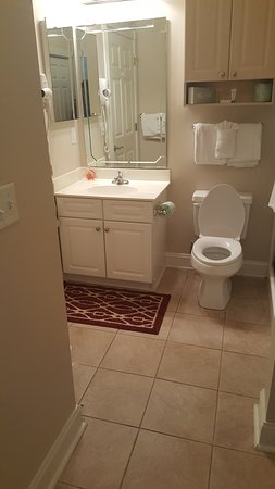 Myrtlewood Villas: Bathroom, this had a door from the kids room for accesd also