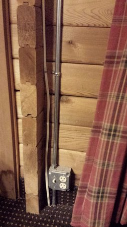 The Cabins at Denali Park Village: Exposed wiring in room