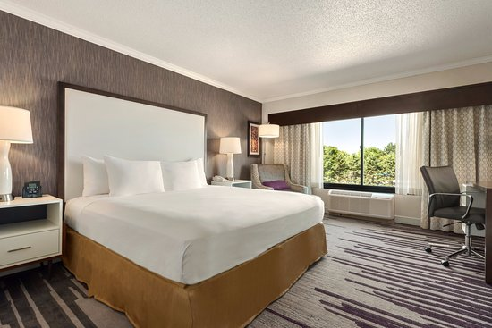 DoubleTree by Hilton Hotel Milwaukee - Brookfield Photo