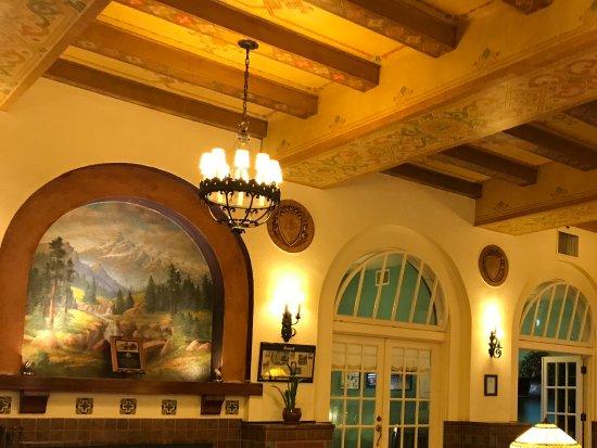 Hassayampa Inn: Lobby