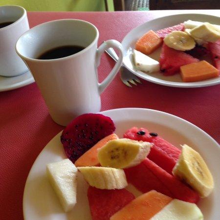 Hotel La Pyramide: La fruta (primera parte del desayuno)
