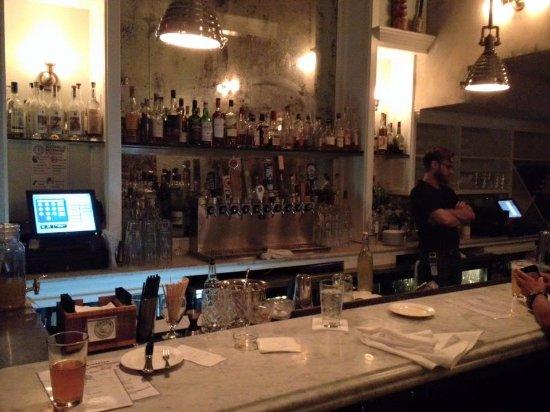 Hank's Oyster Bar: The bar.
