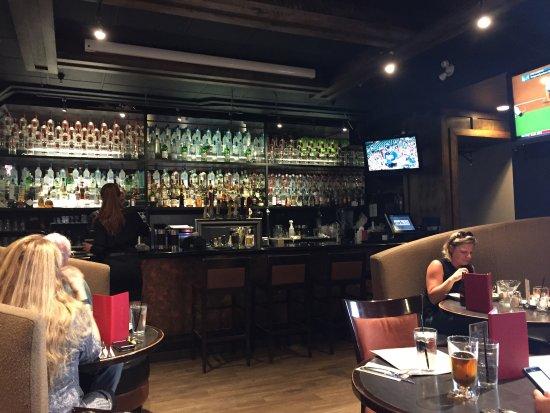 Earls Restaurant: photo1.jpg