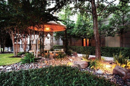 Hilton Garden Inn Houston NW/Willowbrook: Rock Garden