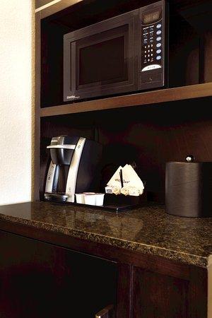 Hilton Garden Inn Houston NW/Willowbrook: Microwave And Coffee Maker