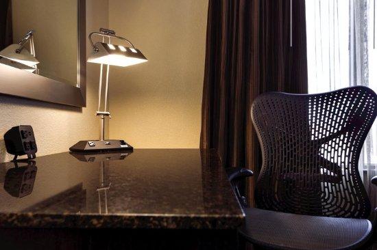 Wonderful Hilton Garden Inn Houston NW/Willowbrook: Room Amenities, Desk