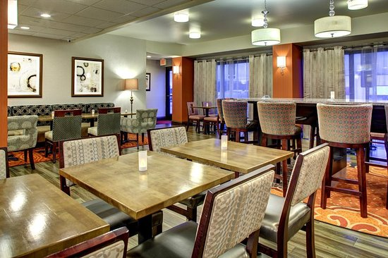 Hampton Inn Johnson City: Breakfast Seating