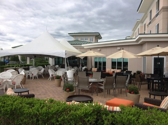 Hilton Garden Inn Riverhead: Outdoor Patio