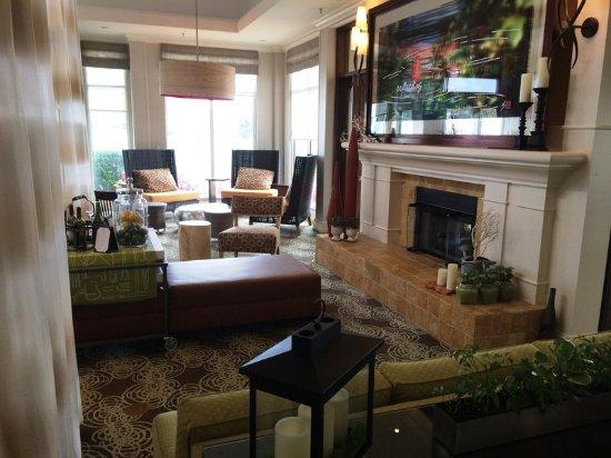 Hilton Garden Inn Riverhead: Lobby