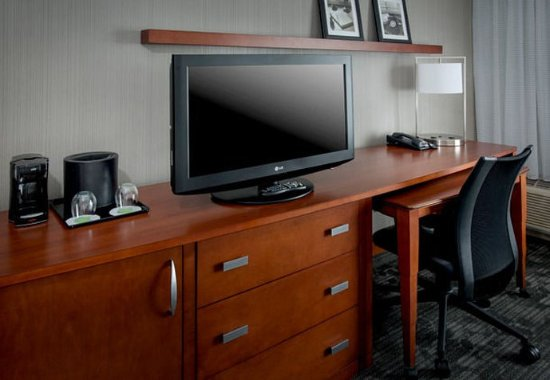 Plymouth Meeting, PA: Guest Room Work Desk