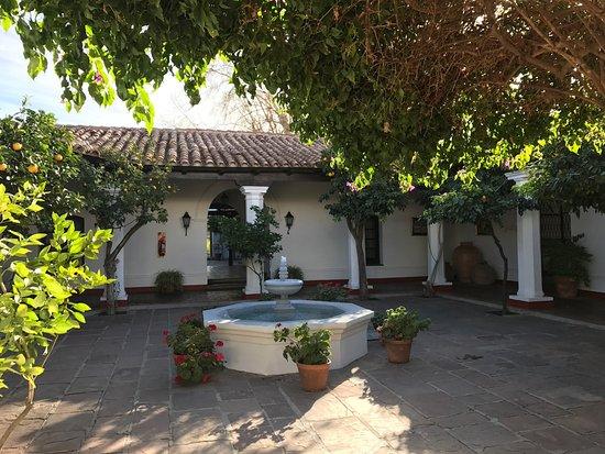 Patios de Cafayate Wine Hotel: Uno de los patios