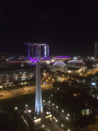 Fairmont Singapore: Night view of Marina Bay Sands from balcony