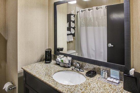 Thomson, GA: Bathroom
