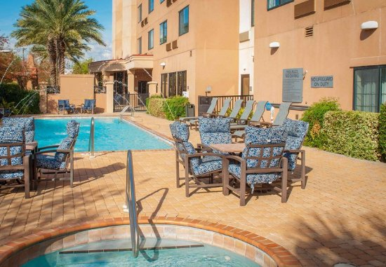 Courtyard by Marriott Pensacola Downtown: Outdoor Pool & Hot Tub