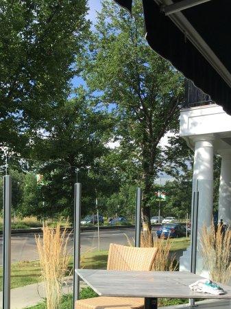 Kensington Riverside Inn: Outdoor patio