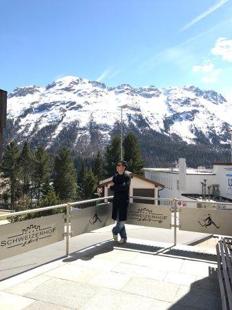 Hotel Schweizerhof: เป็นโรงแรมทำเลที่ตั้งดี ห้องพักเล็กไปนิดแต่ก็ดี การบริการก็ดี จากสถานีรถไฟไปโรงแรมมีรถโรงแรมรับส