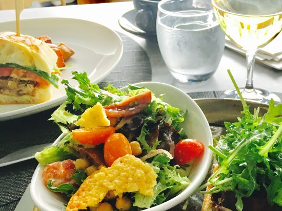 Kensington Riverside Inn: Gorgeous lunch presentation and taste.