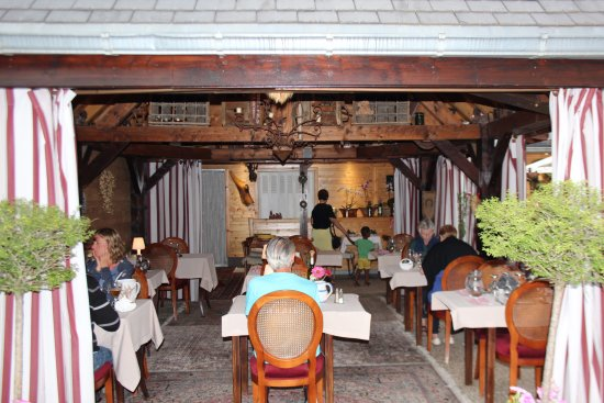 Saint-Mamet, France: Outdoor dining under the canopy