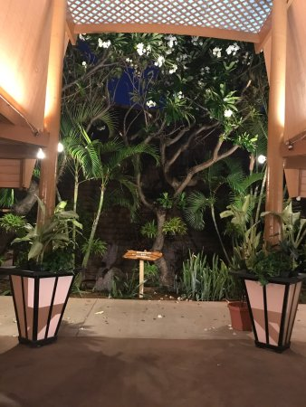 Kaunakakai, HI: Beautiful view of the lobby