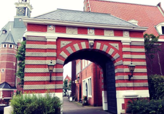 Saikai, Japan: ヨーロッパ風の門