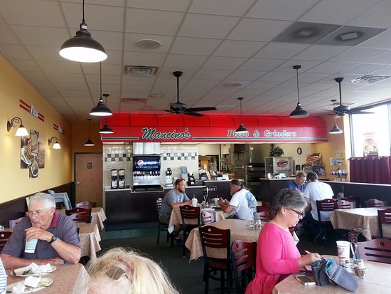 Bradley, IL: counter & dining area at Mancino's Pizza & Grinders