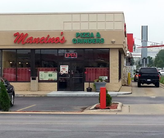 Bradley, Ιλινόις: front of & entrance to Mancino's Pizza & Grinders
