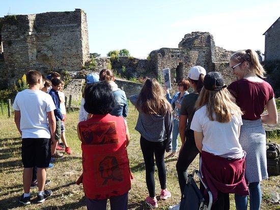 Pouance, France: Visite de groupe scolaire - Haute cour