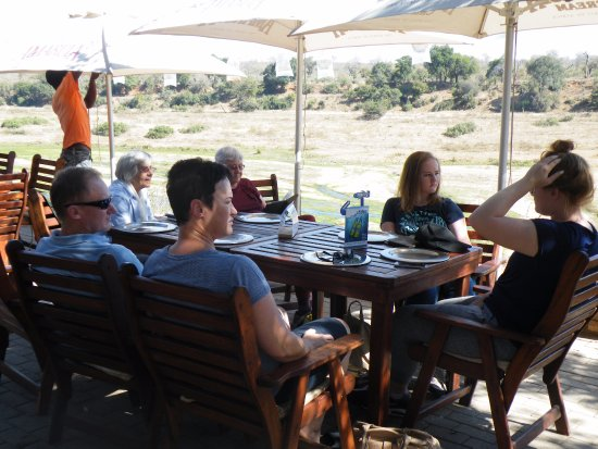Marloth Park, Südafrika: Sunday lunch, overlooking the KNP.