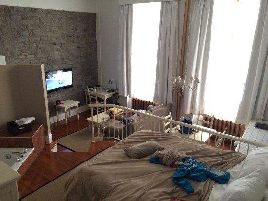 Le Saint-Pierre Auberge Distinctive: Notre grande chambre