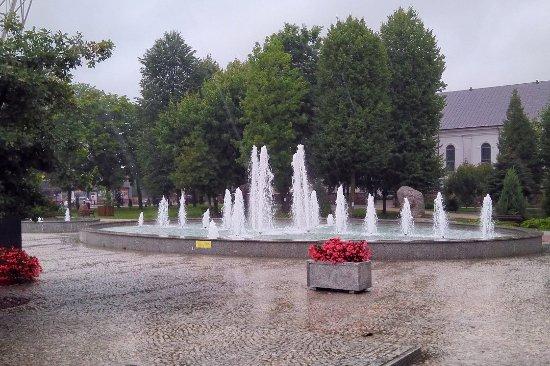 Suchowola, Polónia: Park Miejski z kamieniem oznaczającym centrum Europy