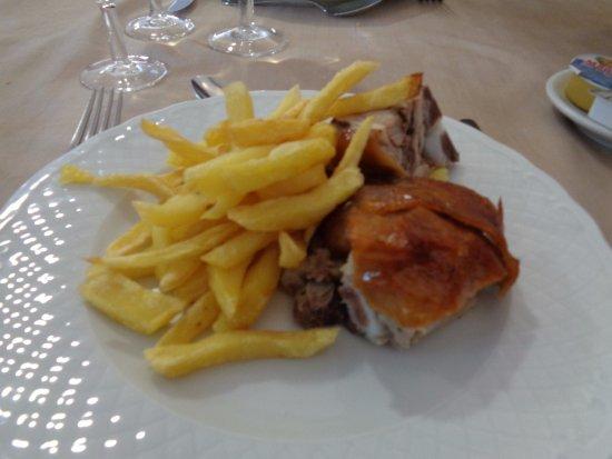 Santa Clara a Velha, Portugal: Maialino con patate.