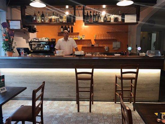Lumino, İsviçre: Vincenzo, il gestore del locale