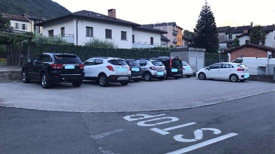 Lumino, İsviçre: Il parcheggio PRIVATO del nostro ristorante con 14 posteggi auto