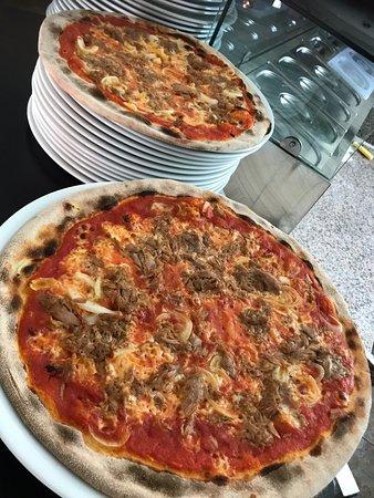 Lumino, สวิตเซอร์แลนด์: Le nostre pizze a partire da 9 CHF.-