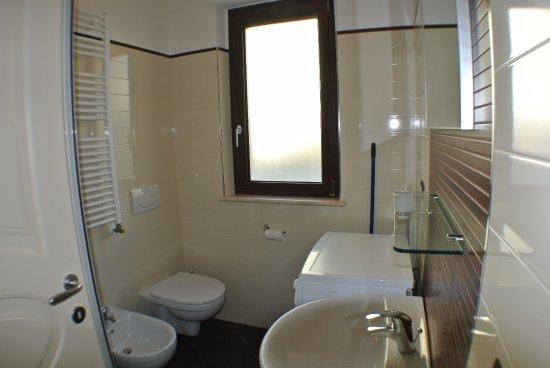Bagno Con Doccia E Lavatrice.Bagno Con Cabina Doccia E Lavatrice Residence Costa Verde