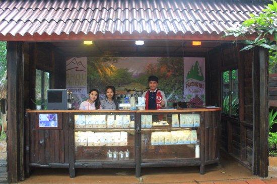 Paksong, Laos: Venta de café en el mismo hotel. A 5€ el paquete