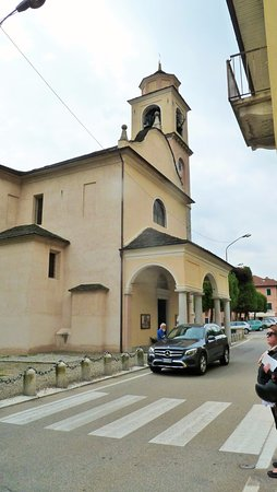 Pella, Italia: Veduta laterale