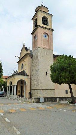 Pella, Italy: Veduta laterale
