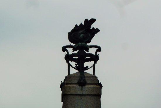 Pella, Italien: Particolare del monumento ai Caduti