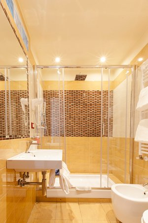 Hotel Ester: Big Shower Room 23 , view of Duomo and Florence