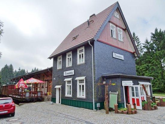Schmiedefeld am Rennsteig, Tyskland: Der Bahnhof ist wieder ein echtes Schmuckstück geworden!
