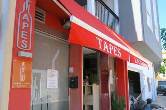Tapes La Xara お店の入口