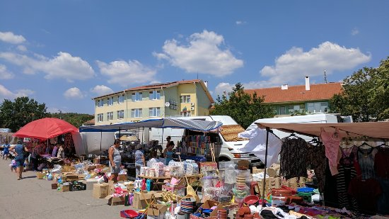 ‪Street Market in Kableshkovo on Thursday‬